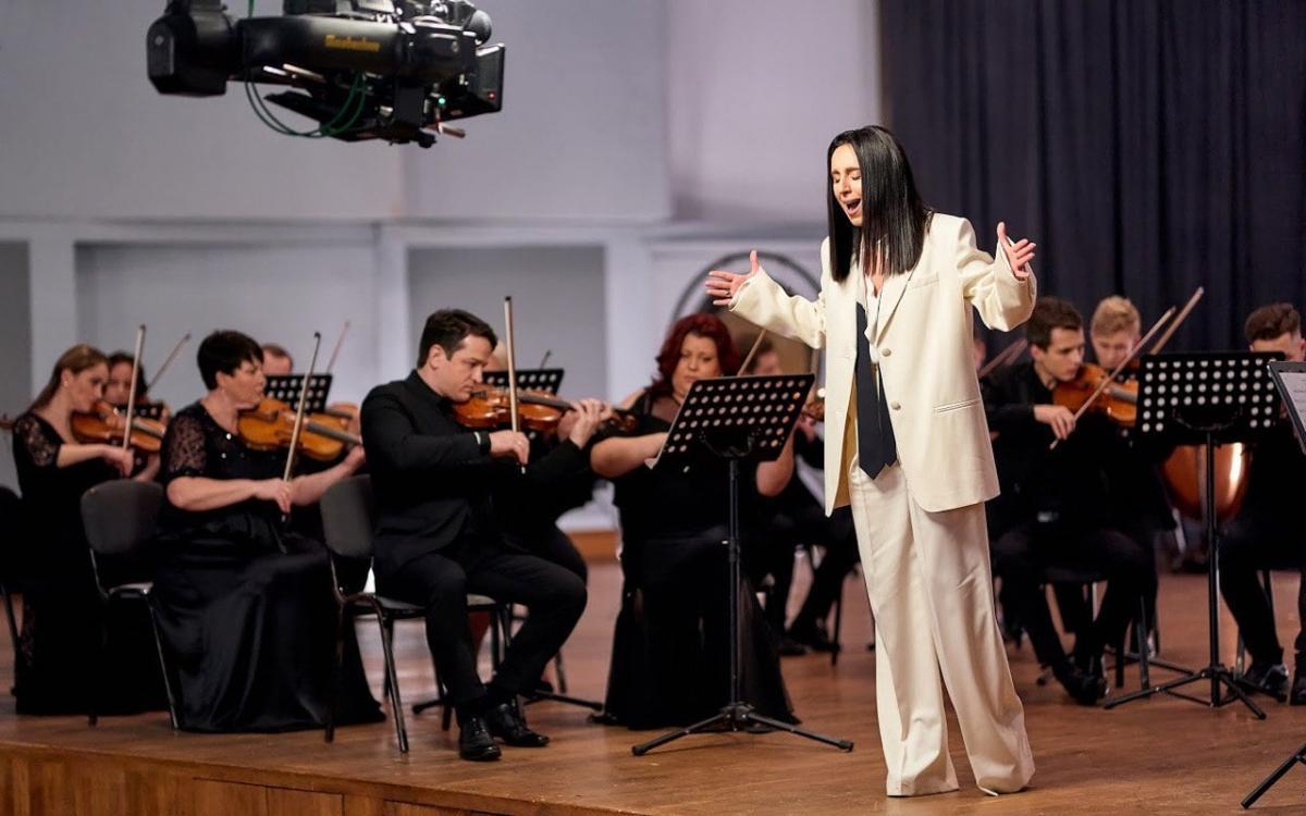 """Певица Джамала на съемках клипа """"Цена правды"""" / фото facebook.com/jamalaofficial"""