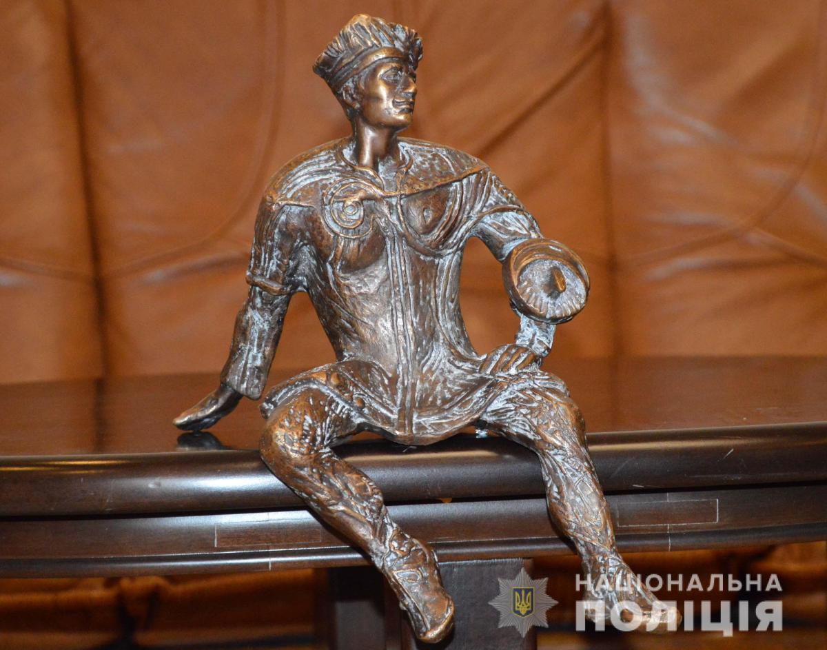 Скульптура повреждений не получила / фото ГУ НП в Волынской области