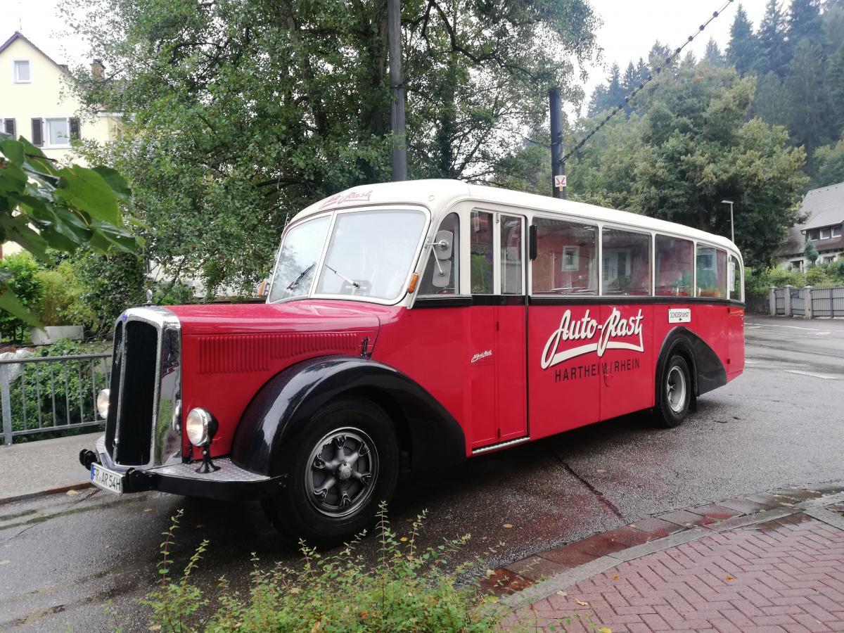 Старовинний автобус доканатноїдороги на Шауінсланд / Фото Марина Григоренко