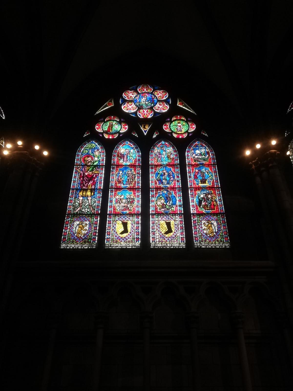 Вітражі всередині собору Фрайбурга / Фото Марина Григоренко