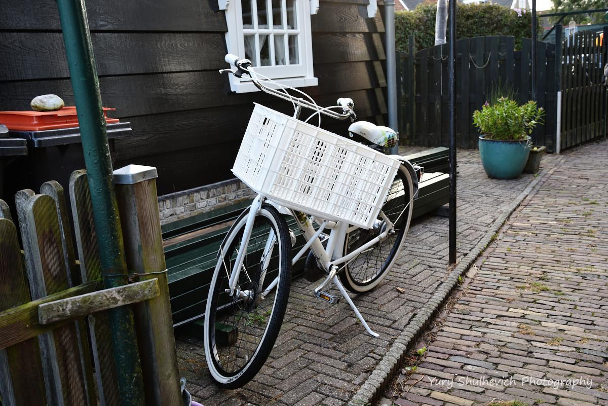 Голландська сім'ямає декілька велосипедів/ фото Yury Shulhevich