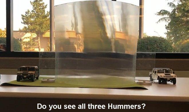 Один з Хаммерів не видно за матеріалом-невидимкою / скріншот