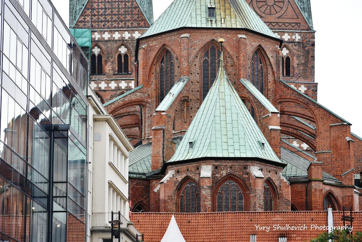 Любецькі храми заворожать вас своєю величністю/ фото Yury Shulhevich