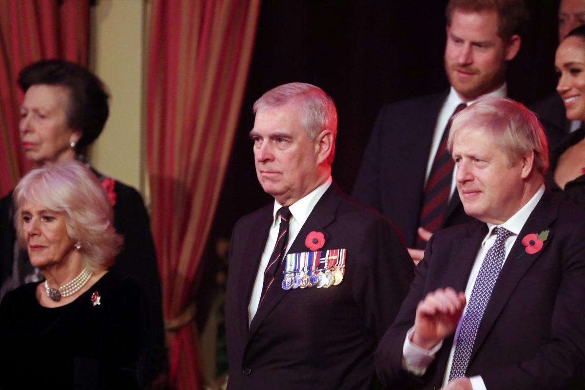 Принц Эндрю (в центре) / фото REUTERS