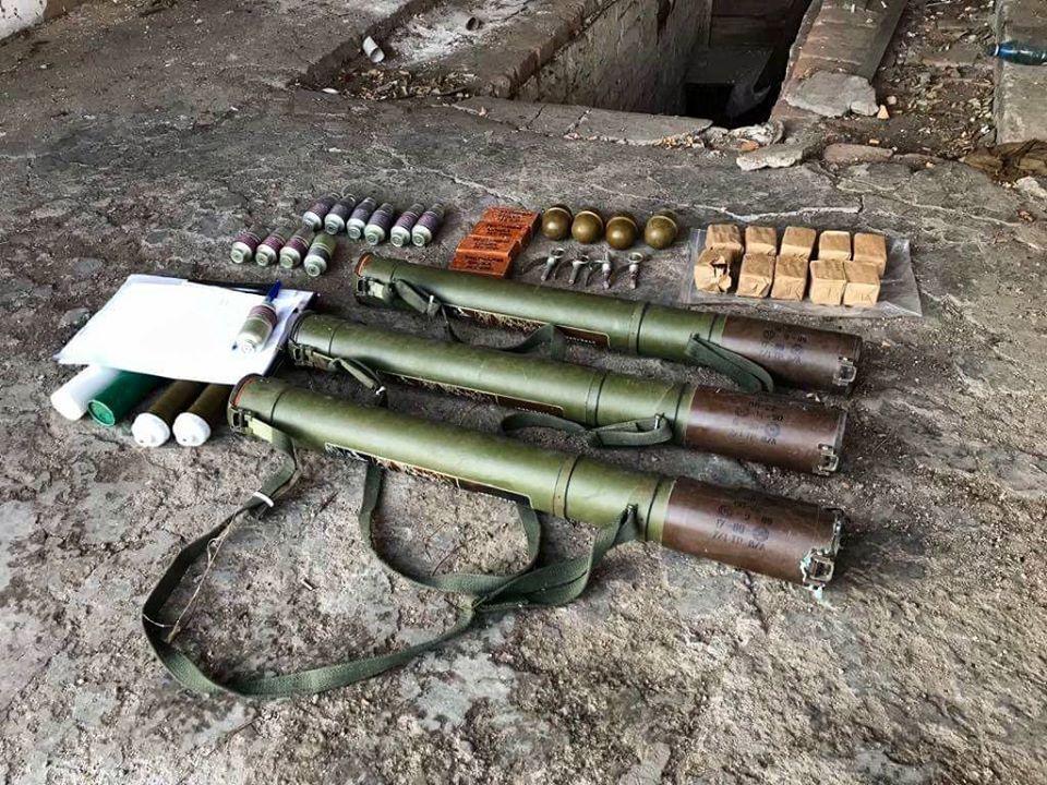 На Донбасі виявили схов боєприпасів / фото facebook.com/pressjfo.news