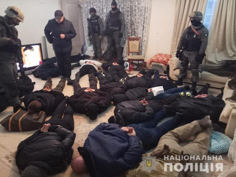 Невідомі в балаклавах увірвалися у квартиру і забарикадувалися всередині / kyiv.npu.gov.ua
