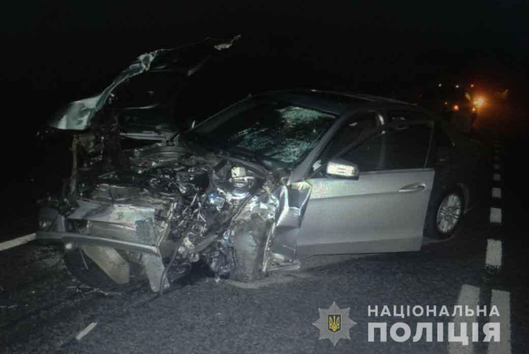 У результаті аварії загинула 33-річна пасажирка однієї з іномарок / vn.npu.gov.ua
