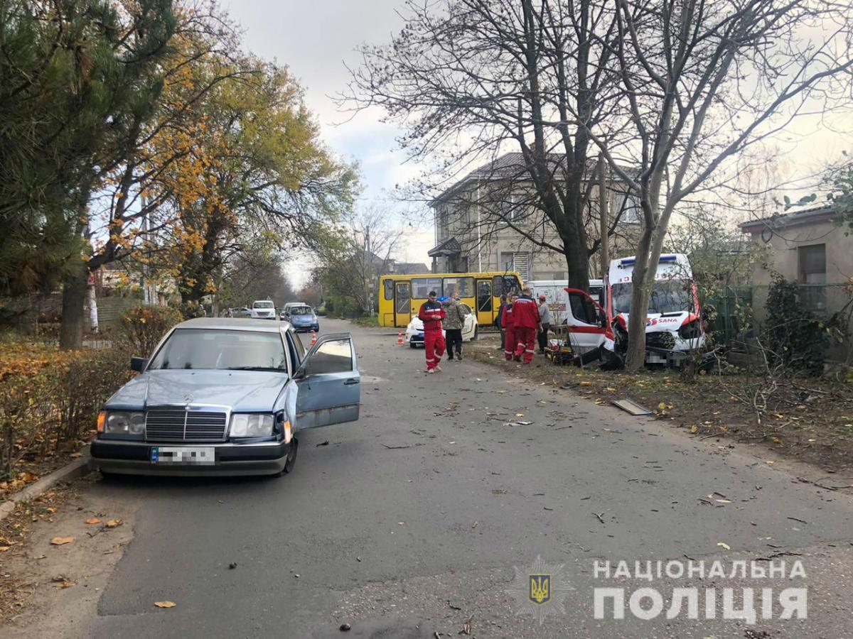 В Одессе Mercedes столкнулся со скорой / od.npu.gov.ua