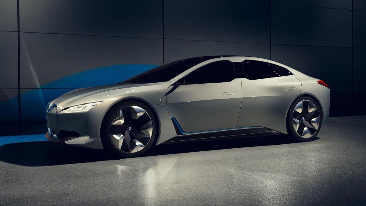 Седан получит несколько вариантов силовых установок / фото BMW