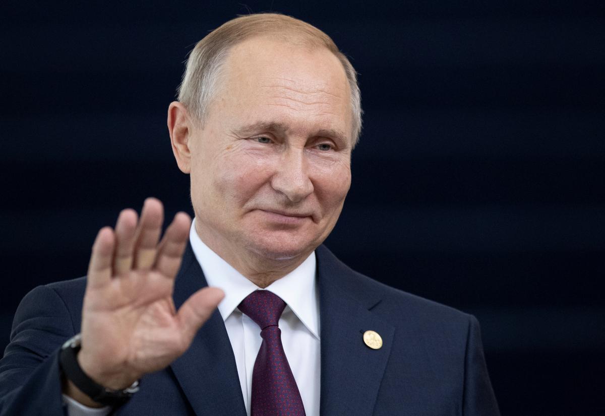 Путин прилетел в Париж / REUTERS