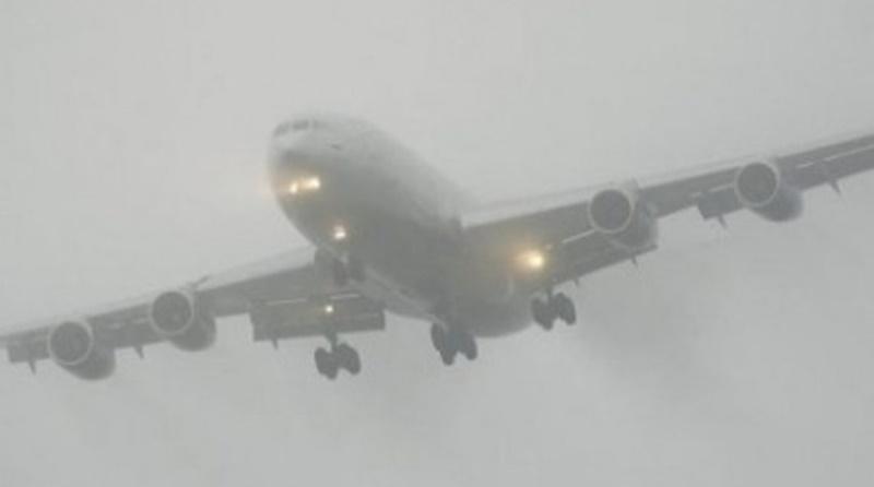 У Львові не зміг приземлитись літак - завадив туман / фото Город Х