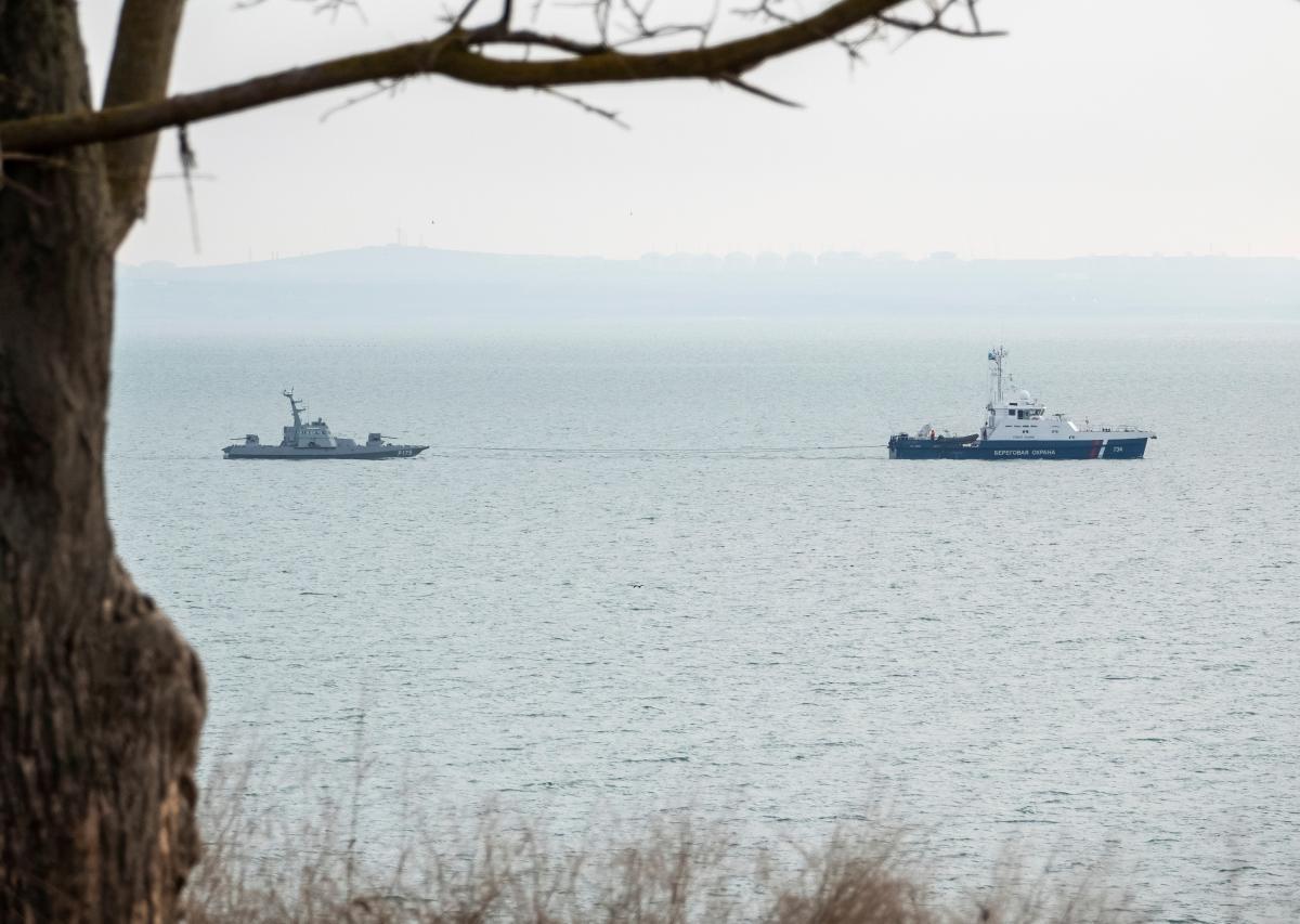 Россия провоцирует Военно-морские силы Украины / иллюстрация REUTERS