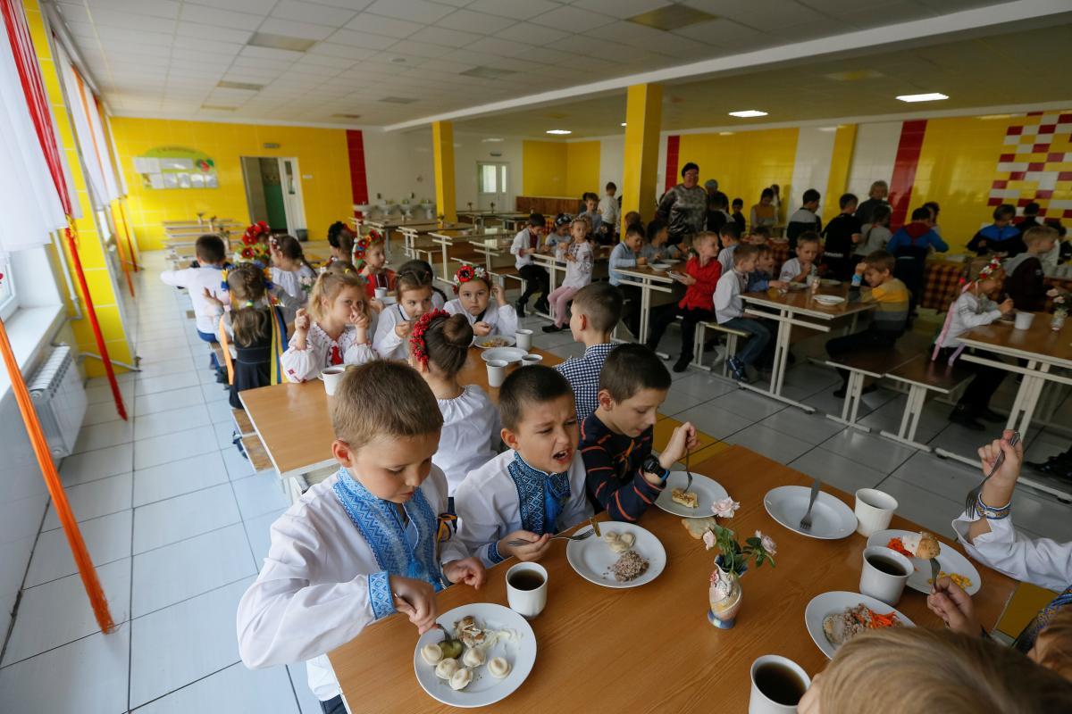 Родители жалуются на питание детей в школах / фото REUTERS