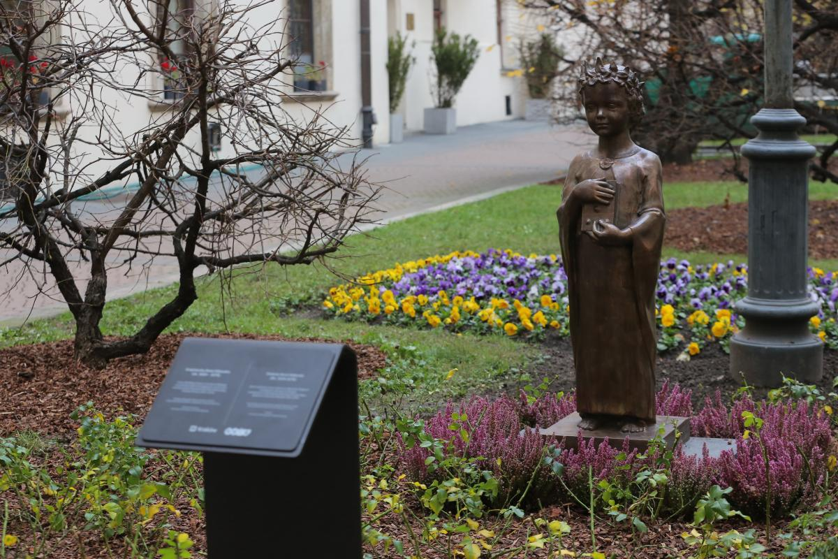 У польському Кракові з'явився пам'ятник Анні Ярославні / kyivcity.gov.ua
