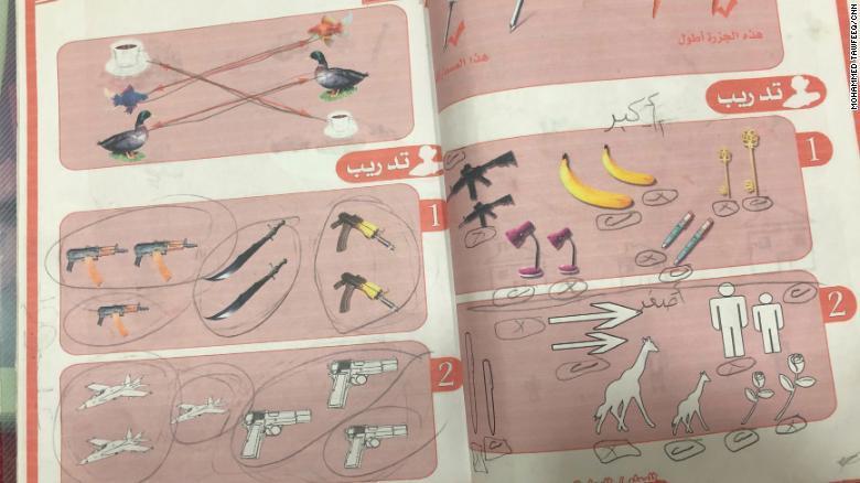 Террористы ИГИЛ с малого приучали детей к оружию / CNN