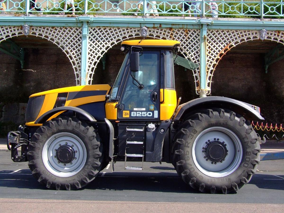 Предыдущий рекорд скорости езды на тракторе составил почти 167 км/ч / Фото: flickr.com,Les Chatfield