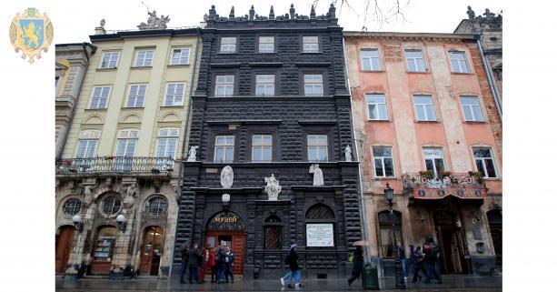 Во Львове открыли после реставрации Черную камяницу \ loda.gov.ua