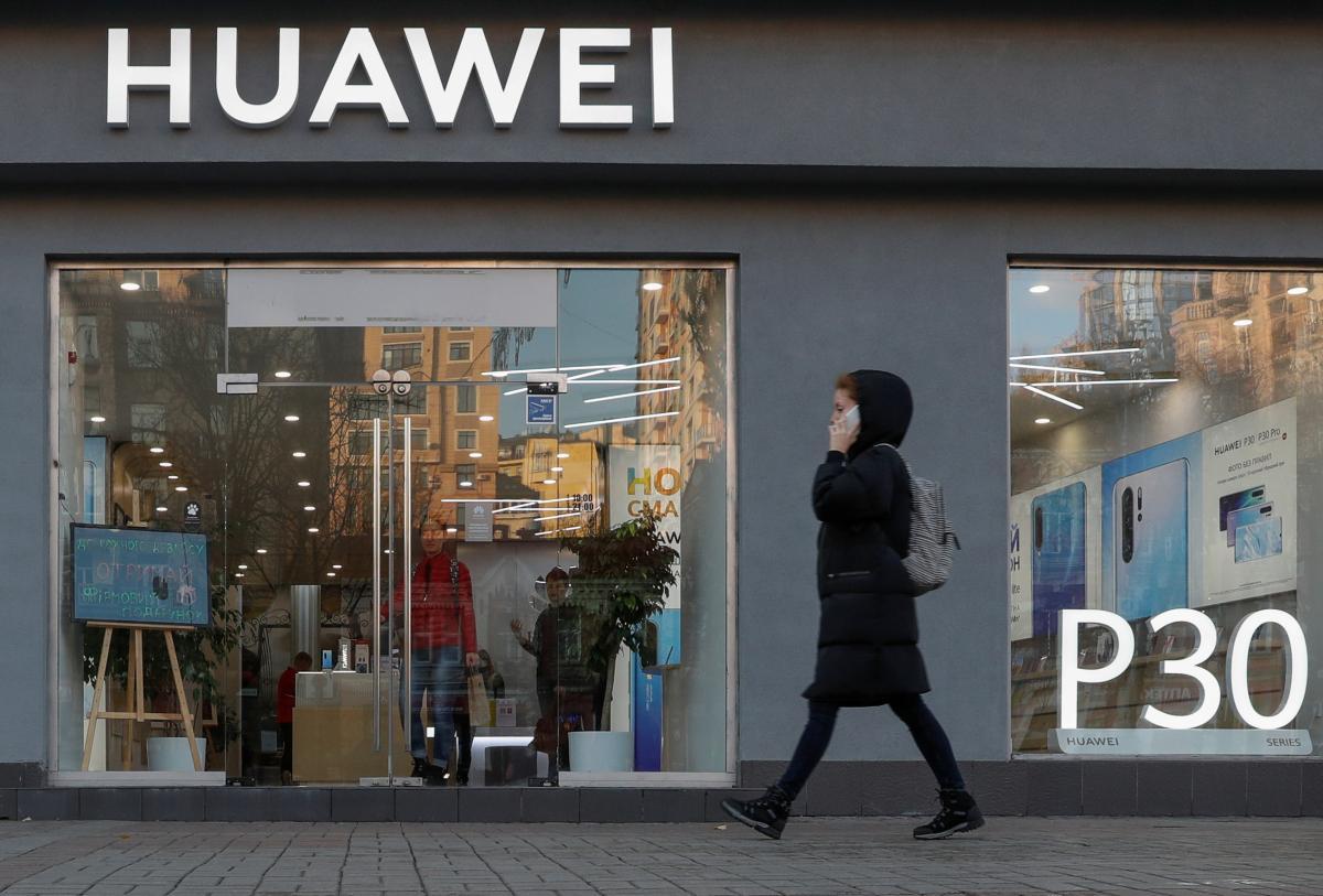 Компанія хоче позбутися молодіжного бренду бюджетних смартфонів / Ілюстрація REUTERS
