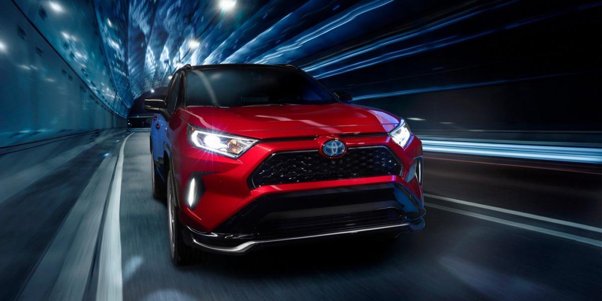 Суммарная отдача комбинированной установки составила 306 л. с. / фото Toyota