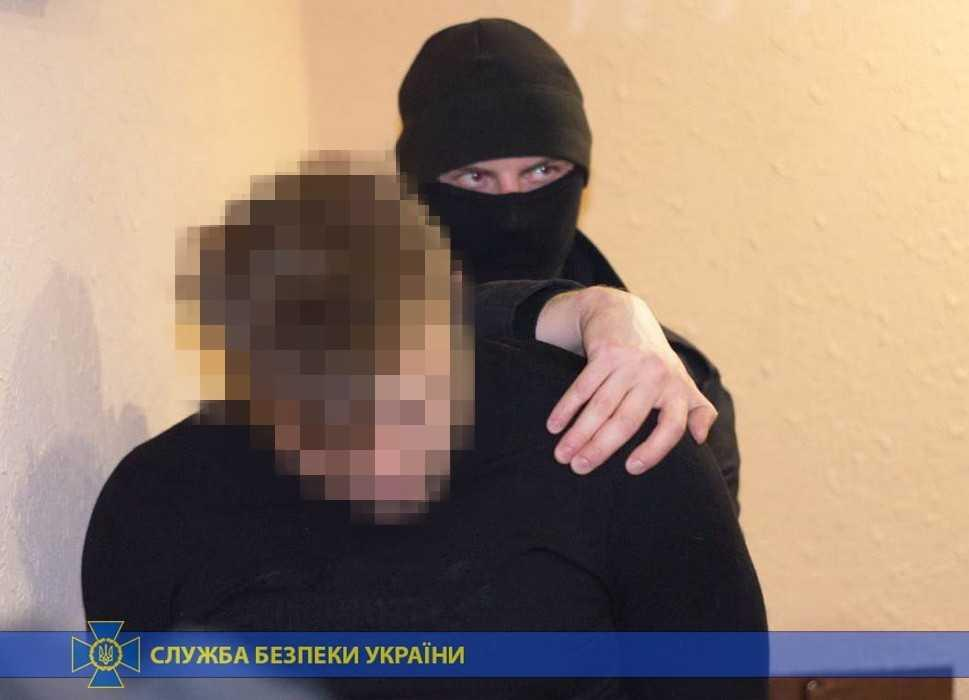 СБУ в Славянске задержали организатора и «клиента» во время получения паспорта гражданина Украины \ СБУ