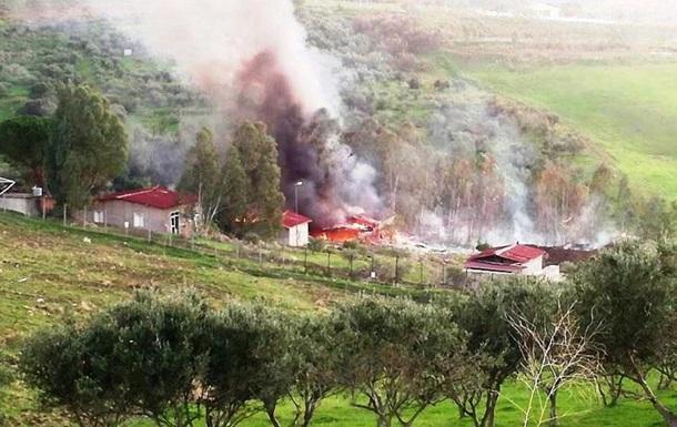 На данный момент спасатели потушили пожар и начали разбирать завалы/ фото: Emergenza24