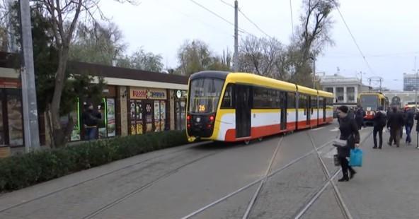 """Одеський трамвай """"дезінфікували"""" незвичайним способом / скріншот відео ТСН"""