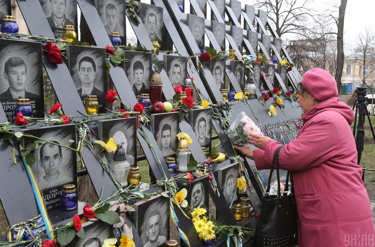 Зеленський висловив глибокі співчуття родинам усіх загиблих на Майдані/ фото УНІАН