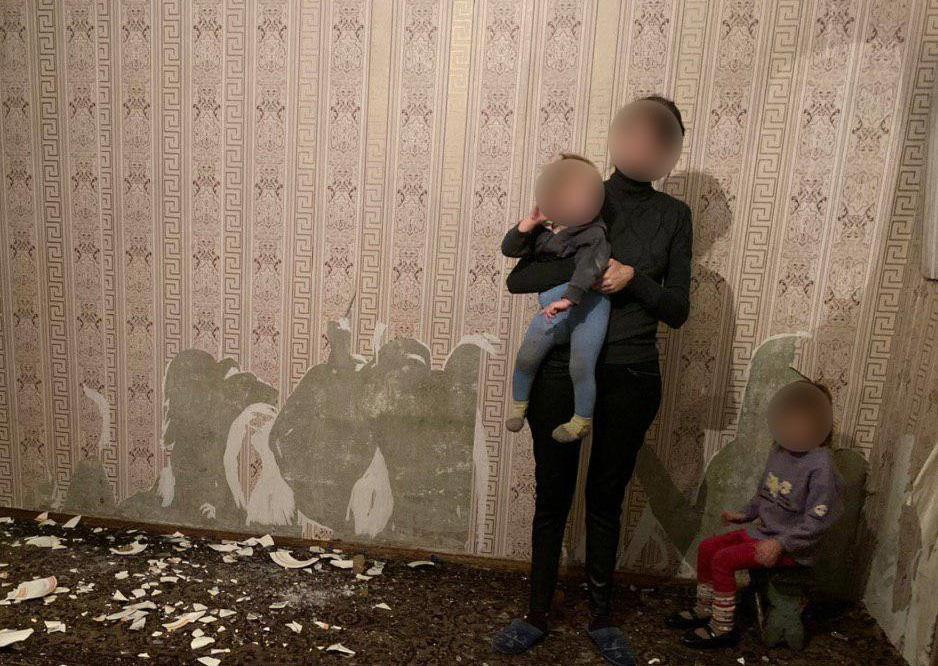 Две девочки жили с родителями в ужасных условиях / фото патрульной полиции Днепропетровской области