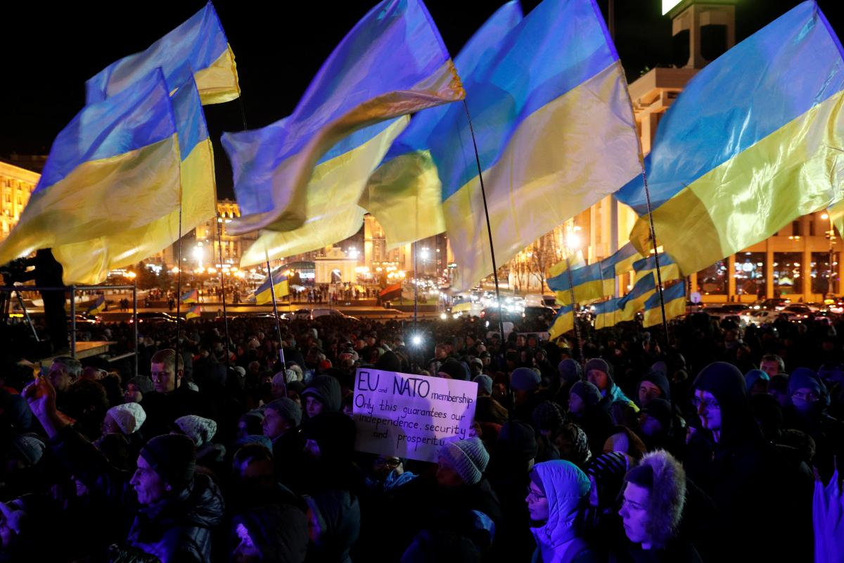 """На Майдані проходить віче """"Ми маємо гідність!"""" / REUTERS"""