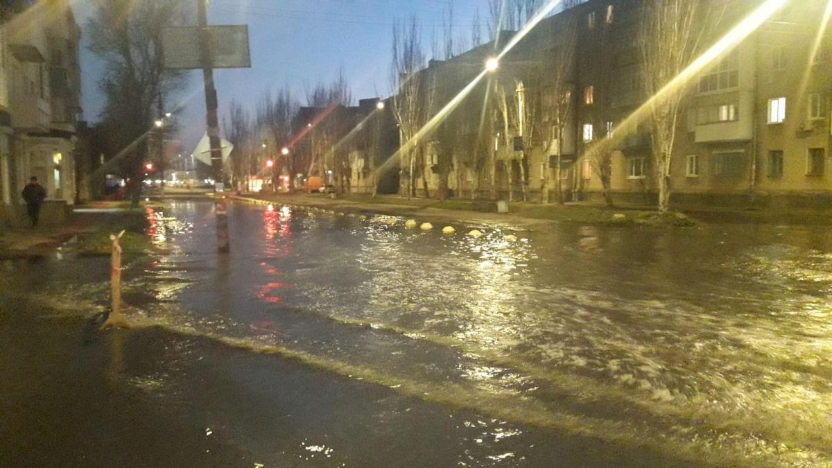 За последний год это не первая грандиозная авария на канализационном коллекторе в Бердянске / фотоpro.berdyansk.biz