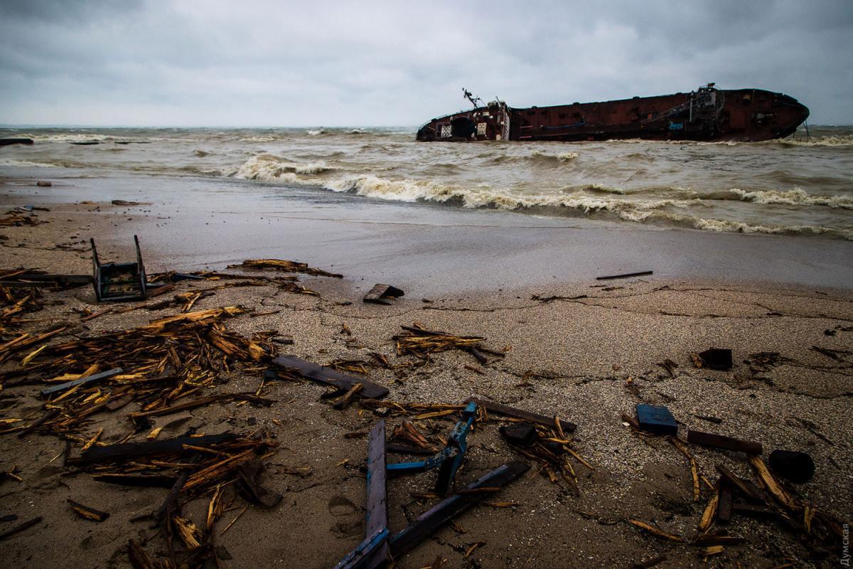 Аварія танкера призвеладо забруднення узбережжя в Одесі / Думская