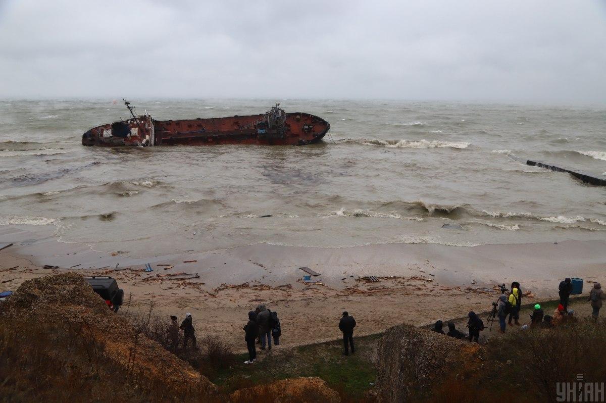 """Танкер """"Делфи"""" потерпел крушение в ноябре 2019 года / фото УНИАН"""