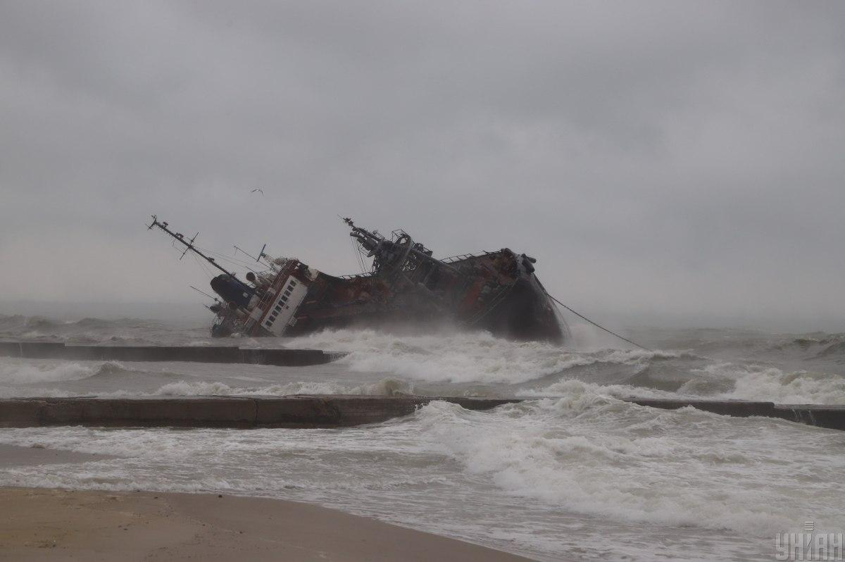 Затонулий танкер можуть відремонтувати / фото УНІАН
