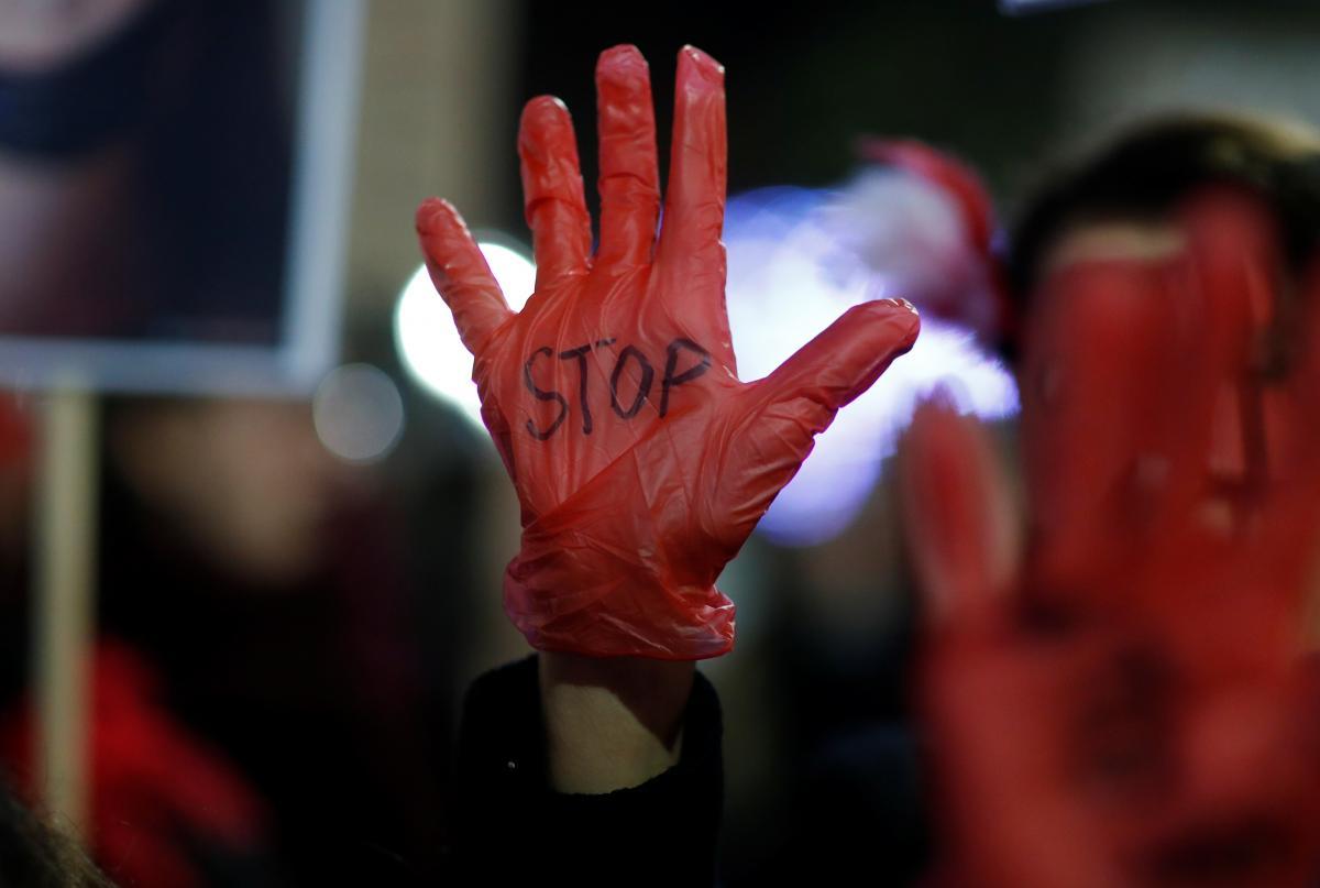 Каждая третья женщина подверглась сексуальному насилию, сообщают в ВОЗ / Иллюстрация / REUTERS