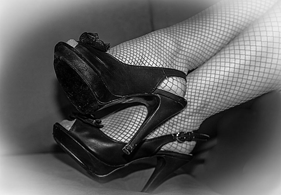 Выбор более откровенной одежды характерен для женщин из экономически неравных сообществ / фото pixabay.com