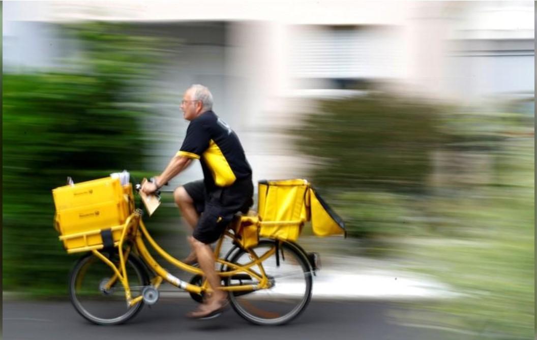 """В Нидерландах внезапно стало больше """"курьеров"""" / REUTERS"""