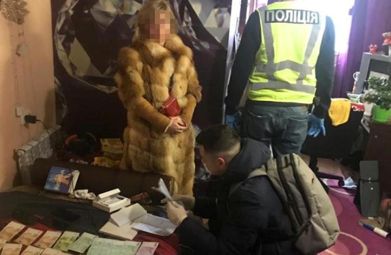 К оказанию интимных услуг привлекли 75 женщин, за час работы проститутки платили до 3 тысяч гривень / facebook.com/UA.KyivPolice