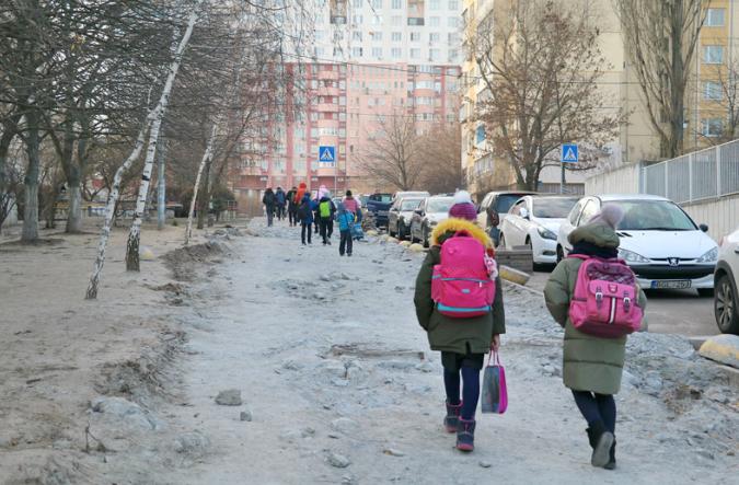 Тротуар оборудуют системой подогрева / solor.gov.ua