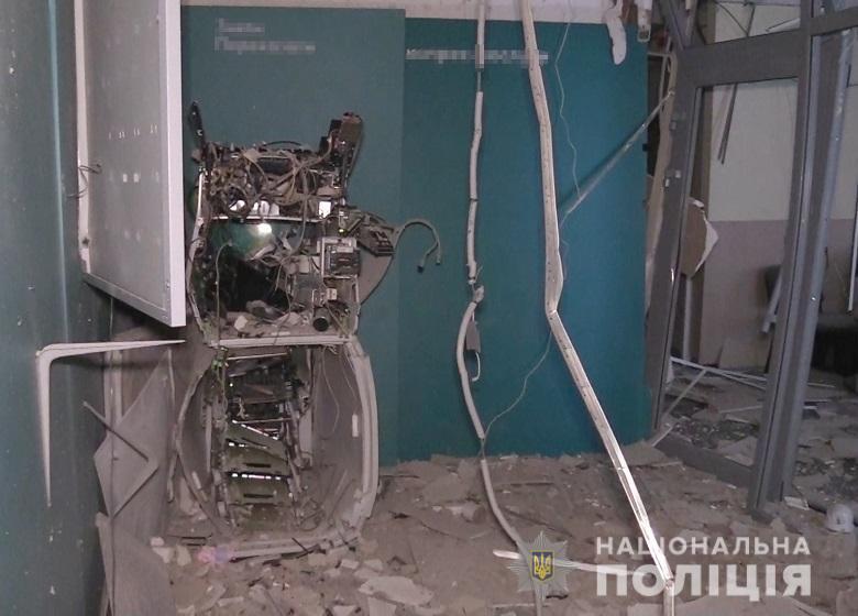 Сейчас усилия сотрудников полиции направлены на установление и задержание подозреваемых лиц / kyiv.npu.gov.ua