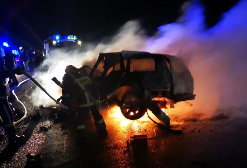 На месте аварии погибли трое человек, среди них – ребенок / фото patrol.police.gov.ua