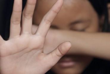 Численні гематоми та забої: на Житомирщині прийомна мати побила 9-річну дочку
