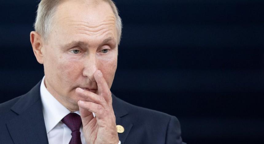 "Putin haunted by ""health issues,"" Ukraine intelligence says"