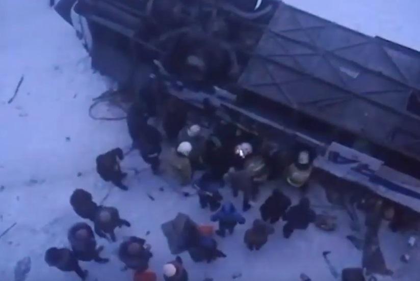 На Забайкалье разбился автобус с людьми - число погибших растет/ Cкриншот с видео Mash