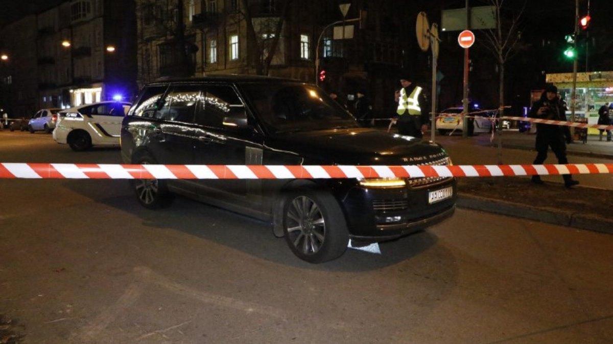 Во время обстрела Range Rover неизвестные убили ребенка / фото: kiev.informator.ua