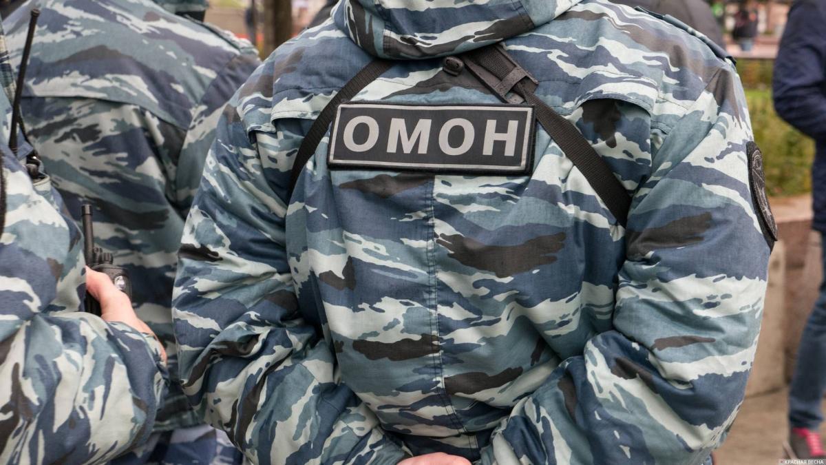 Мужчину задержали / фото: Антон Привальский/Красная Весна