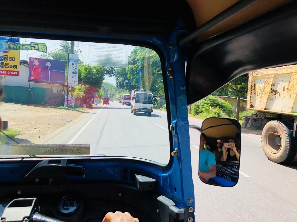 На острове левостороннее дорожное движение / Фото Вероника Кордон
