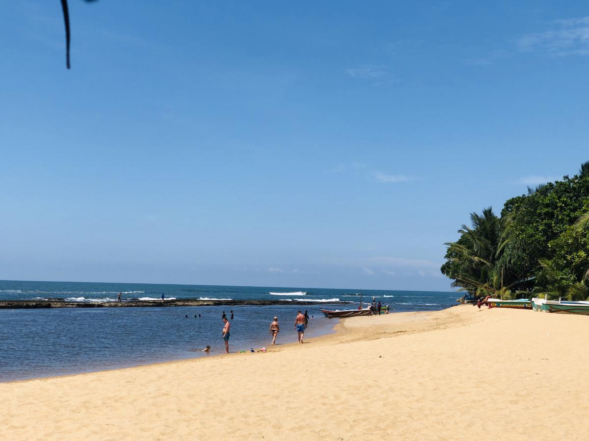 На Шри-Ланке комфортнее купаться в лагунах, где практически нет волн / Фото Вероника Кордон