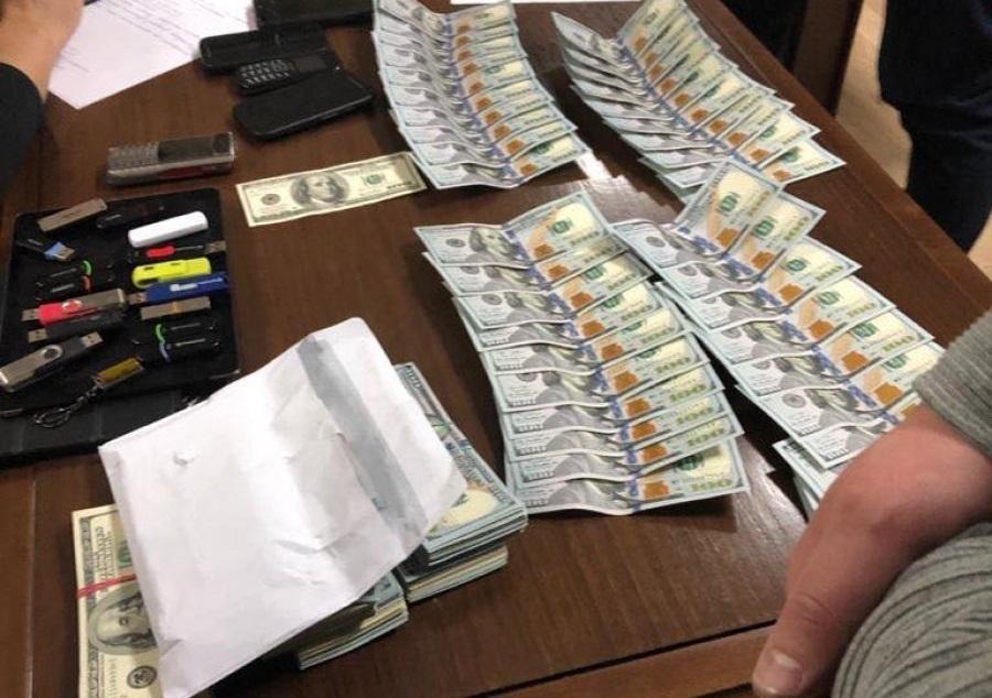 Подозреваемые получили 50% суммы за якобы закрытие дела в ГБР / фото nv.ua