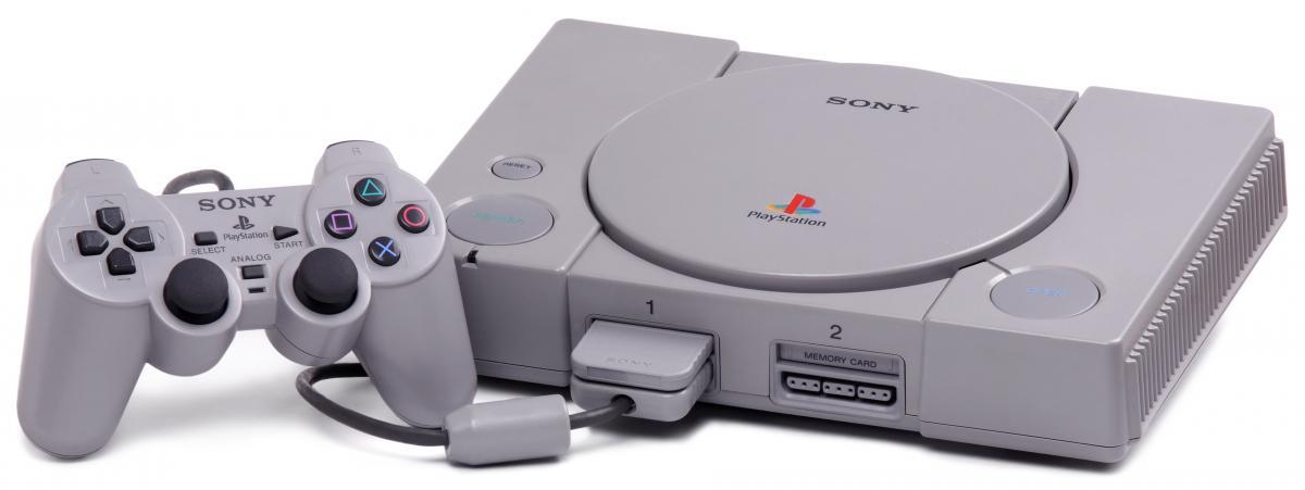 Перша Playstation могла також відтворювати аудіо диски і мала дві карти пам'яті / twitter.com