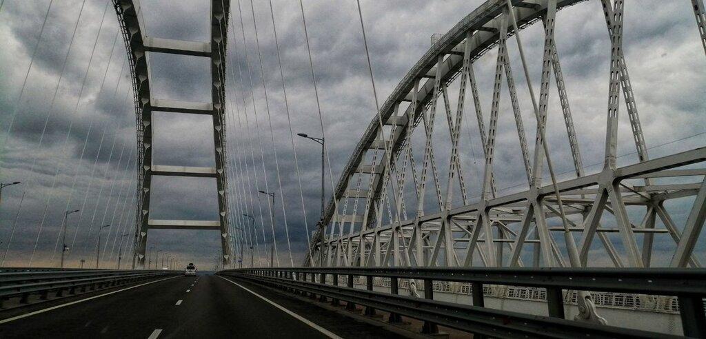 Рух мостом обмежать  / фото RoksolanaToday&Крым